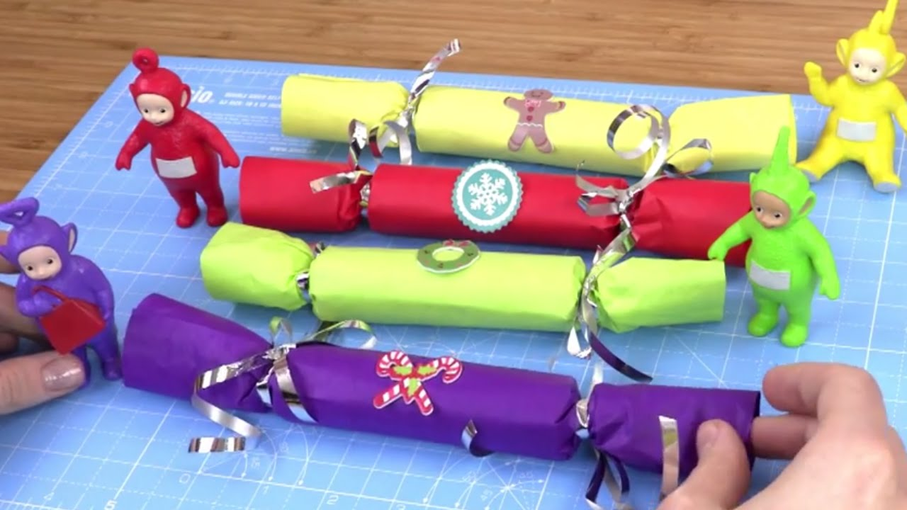 Christmas Cracker Toys.Make Christmas Crackers With The Teletubbies Red Yellow Green Purple Teletubbies Toys House
