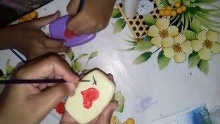 Pintura em sabonetes por Christiane Gomes Da Silva
