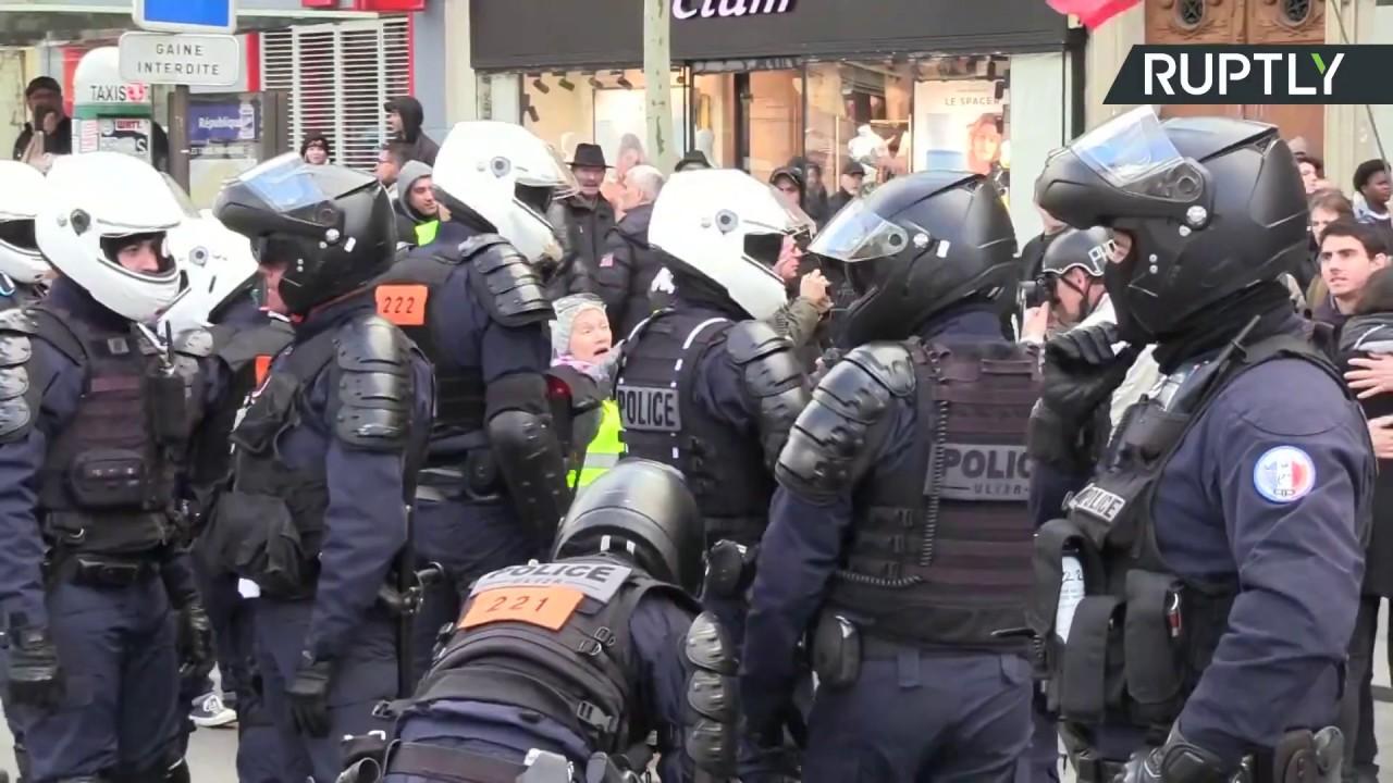 Французам не нравится социальная политика Макрона
