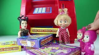 ATM'den Sürpriz Kutu Çıktı Maşa ve Koca Ayı Oyuncak ATM İle Oyun Oynuyor Para Çekiyor Çizgi Film