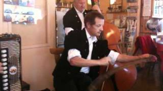 Trio musical à la buvette du camping de Gumefens