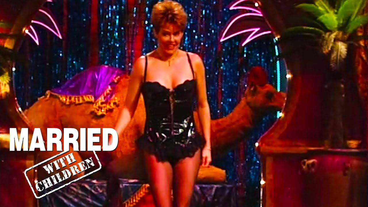Marcy Performs In The Jiggly Room!   Married With Children