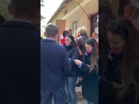 Вголос. Інформаційне агентство: На Львівщині громада заблокувала провладні слухання з приводу норкової ферми