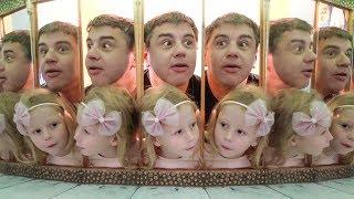 Nastya dan ayah bersenang-senang di museum mainan