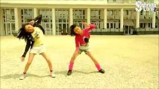 Современные дети танцуют.