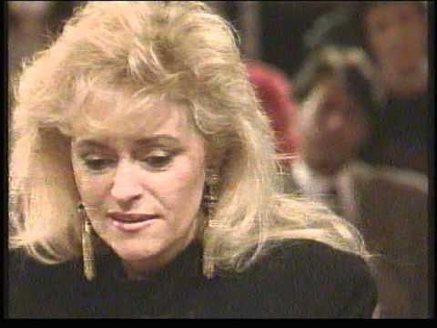 Corry Konings zingt Mooi Was Die Tijd live bij Sonja Barend + interview (1990)