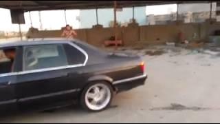 بطناش و حرق عجلات بي ام دبليو 750i في العراق