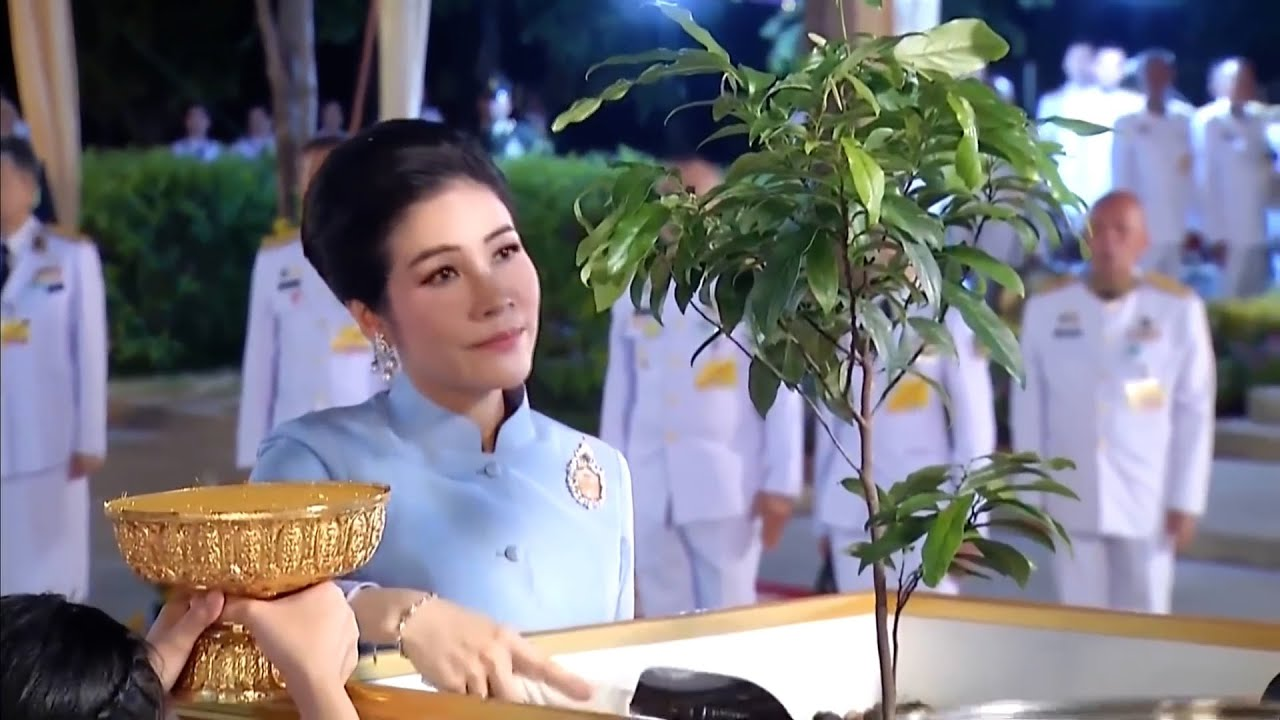 Download King, Queen and Sineenat visit Ayutthaya 20 March 2021
