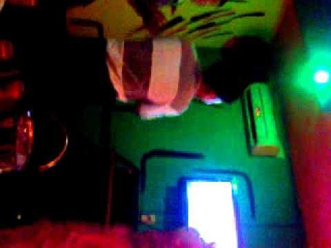 Video0001.3gp tiep tuc thac loan trong quan karaoke
