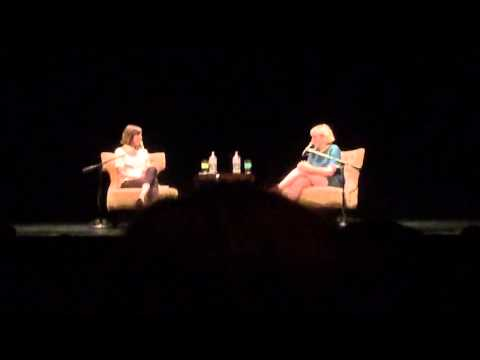 Lena Dunham and Carrie Brownstein LIVE in Portland (Part 1) - Portlandia, Donuts and Tour