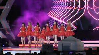 Video Lucu anggota Cherrybelle Terpeleset di Panggung Konser Surabaya (16-11-2013)