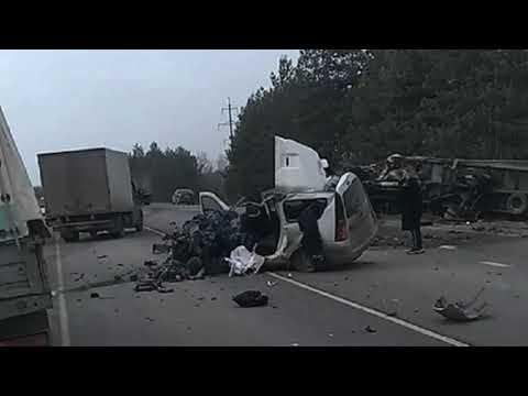 Три человека погибли в страшном ДТП с грузовиком в Липецкой области