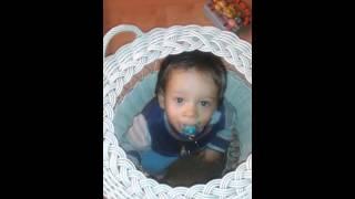 Мальчик в корзинке