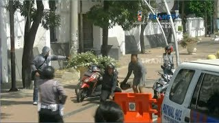 Razia Teroris di Perbatasan, Tiga Pemotor Nekat Terobos Barikade Polisi