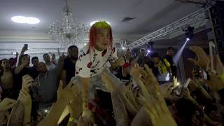 6ix9ine Breaks up fight at show.