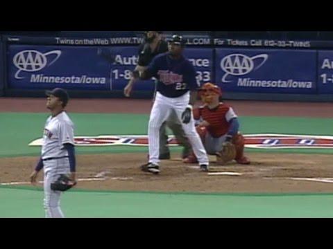 BOS@MIN: Ortiz hits solo shot off Pedro