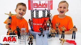 يلعب فلاد ونيكيتا بألعاب WWE