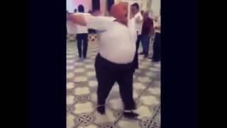 Толстяк танцует под песню папитто