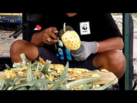 Surabaya Street Food - AMAZING KNIFE SKILLS How to Cut Pineapple in Indonesia