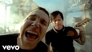 Watch Blink182 Feeling This video