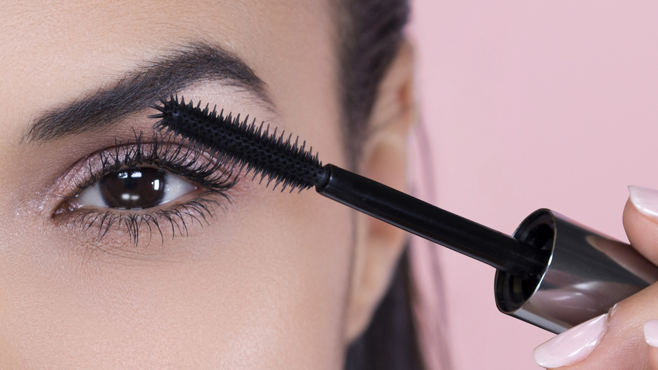 cd5501a433c THE WORLD'S BEST LASHES!? | Benefit they're real! mascara - YouTube