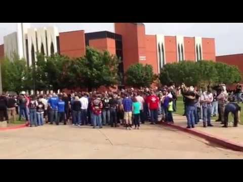 bikers block westboro baptist church at moore ok funeral