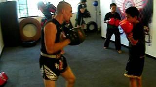 """Trabajo de Manoplas a Ivan """"Gayito"""" Pedroza- preparandolo torneo Nacional de Muay Thai- Round 2"""