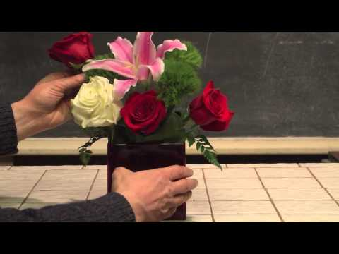 How To Make An Easy Valentine S Day Flower Arrangement Youtube