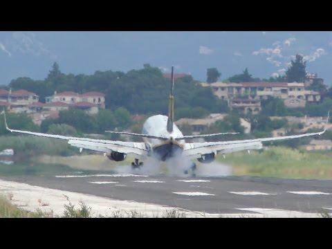 Ryanair Boeing 737-800 Landing   Corfu International Airport CFU