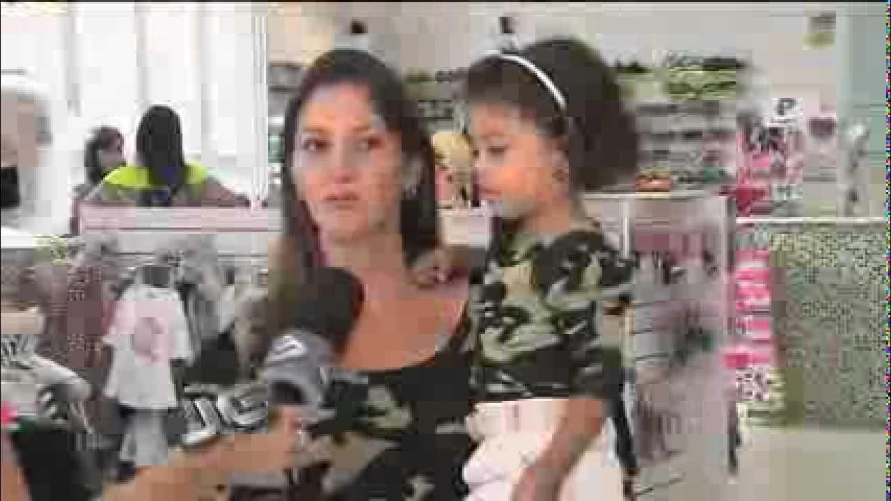 ee0b29a3e84371 Mãe e filha usam roupas iguais