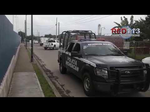 VIDEO Hallan cadáver encajuelado en un taxi de Ziracuaretiro