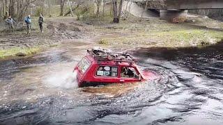 Машины всплывают в быстрой реке. Nissan patrol 42'' Uaz Jeep Niva Tlc105
