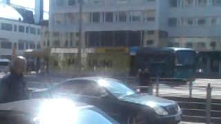 Poliisi ampuu mp5:llä narkkaria jalkaan kampissa