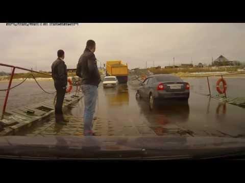 Машины переплывают реку. Это жесть! Понтонная переправа Надым