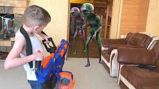 Nerf Game Alien vs Nerf Titan Инопланетяне пробуют Нерф титан
