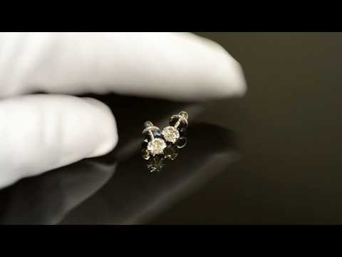 Золотые серьги-пусеты из белого золота в виде цветков с крупными бриллиантами
