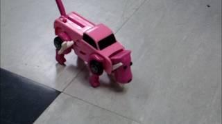 車が走りながらから犬に、そして犬が歩きながら車へと自動変形するゼン...