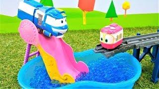 Oyuncak tren Kay arkadaşı Sally'i ararken otobüs Tayo, Paw Patrol Skye, Robocar Poli ile görüştü.
