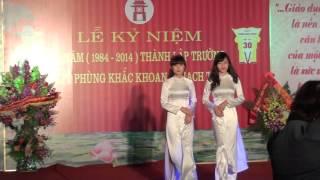 Trình diễn thời trang áo dài. Kỉ niệm 30 năm ngày thành lập trường THPT Phùng Khắc Khoan.