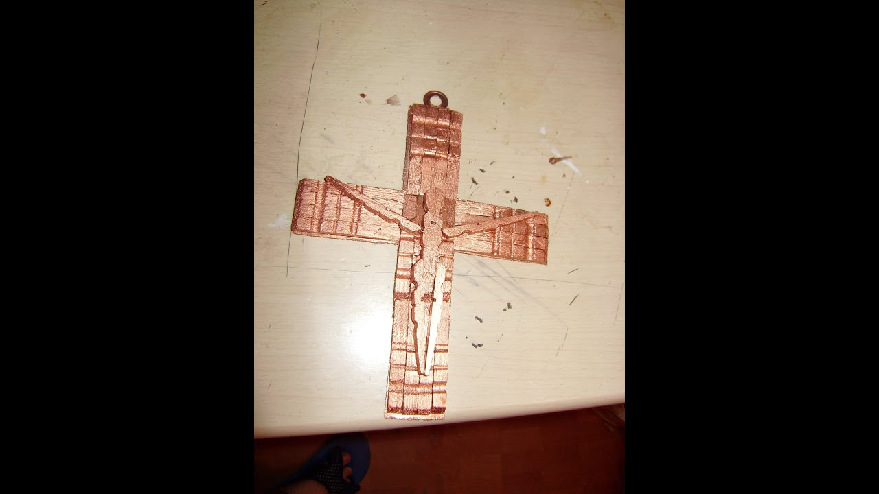 Como hacer un crucifijo con pinzas de madera 2 de 2 youtube for Como fabricar un kiosco de madera
