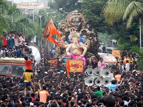 Road Dance In Mumbai on Occasion of Ganpati 2015