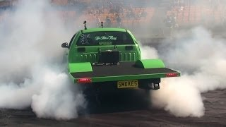 SMOKES FORD FG XR6 UTE AT GOOD FRYDAY BURNOUTS SYDNEY DRAGWAY 18.4.2014