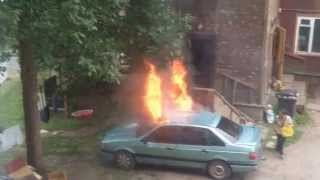 Gambar cover Mашина сгорает просто в секунды.