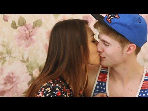 Как поцеловать друга в губы - Девушки Мотора