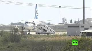 تسلسل أحداث اختطاف الطائرة المصرية وظهور صورة جديدة للمختطف