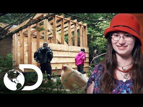 Snowbird Construye Gallinero A Prueba De Osos   Alaska: Hombres Primitivos   Discovery Latinoamérica
