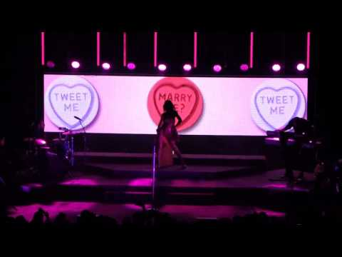 Marina and the Diamonds - Interlude/Bubblegum Bitch (Corn Exchange Cambridge 20/11/2015)