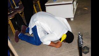 Fr Emmanuel Musongo dans cover yahweh ozali bolingo ya solo( fr Alain moloto) et medley franc mulaja