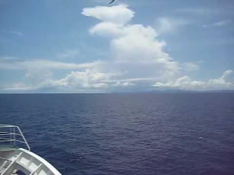 与那国島から石垣島へ。カモメとともに。