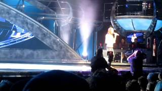 Disneys American Idol Experience . Me singing Kelly Clarkson -Breakaway